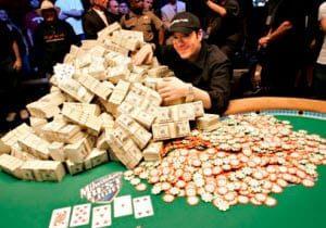 Spela i pokerturneringar för att kunna vinna stora belopp