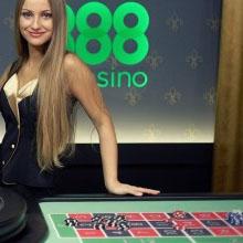 kvinna vid roulettebord
