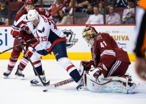 2013-11-10T042421Z_1175659570_NOCID_RTRMADP_3_NHL-WASHINGTON-CAPITALS-AT-PHOENIX-COYOTES-1287